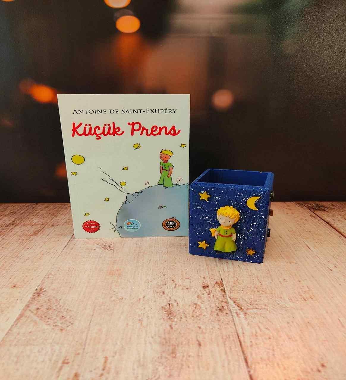 Küçük Prens Büyülü Günler Kalemlik Ve Başucu Kitabı Unutulmaz 2Li Hediye Seti