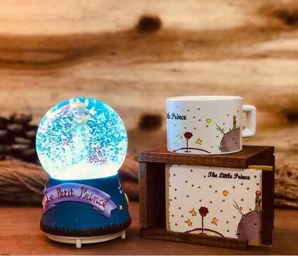 Küçük Prens Kar Püskürten Müzikli Gece Lambası Kar Küresi Ve Kutulu Kupa Hediye Seti