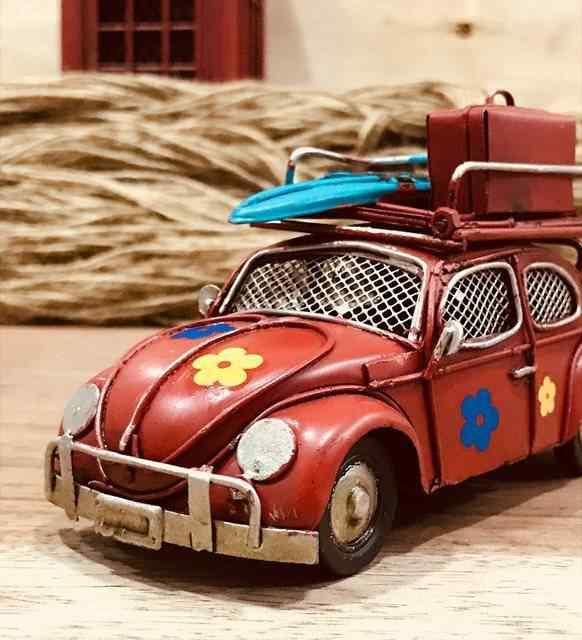 Dekoratif Kırmızı Çiçekli Çerçeveli Ve Kumbara Metal Vosvos Araba